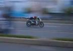"""Lạnh người xem """"quái xế"""" đua xe ở Sài Gòn"""