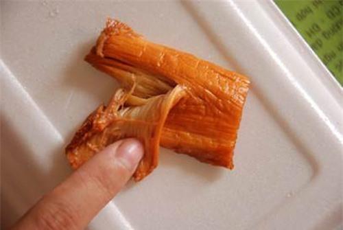 """Phát hiện thịt bò """"cao su"""" ở Sài Gòn"""