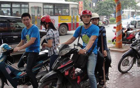 Nở rộ trào lưu rủ người lạ đi chung xe, chung đường