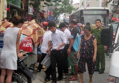mì tôm, Nguyễn Lương Bằng, xác trẻ sơ sinh, thùng rác, ven đường