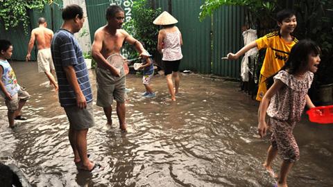 Hà Nội, ngập lụt, hài hước, dịch vụ, đường phố, thành sông