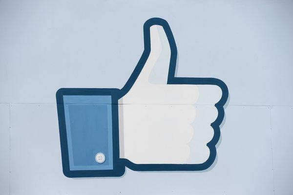 Nút Like, Facebook, hiệu ứng, đám đông, bầy đàn
