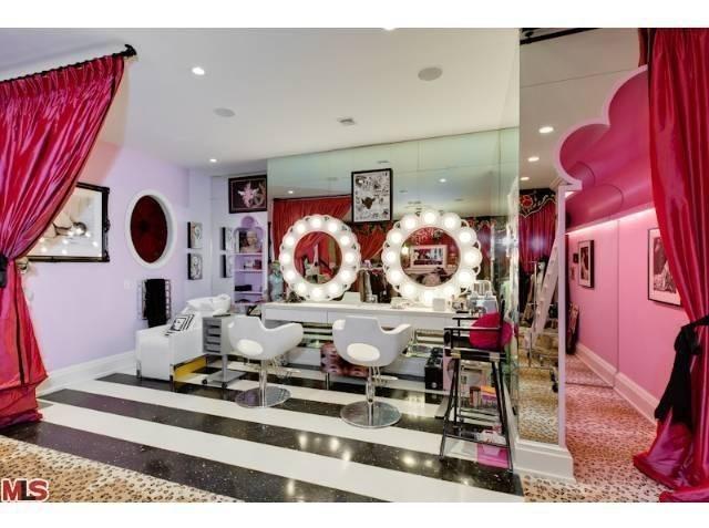 Nhà đẹp như khách sạn của giám khảo The Voice