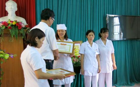 Khen thưởng người tố cáo vụ 'nhân bản' xét nghiệm