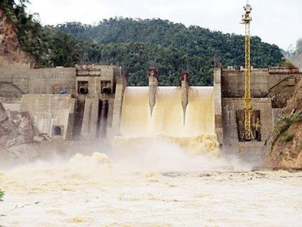 thủy điện, loại bỏ, dự án, thu hồi, đất rừng, vỡ đập, môi trường, kinh tế, xã hội, quy hoạch, di dân, trồn rừng, sản xuất, đầu tư, xây dựng.