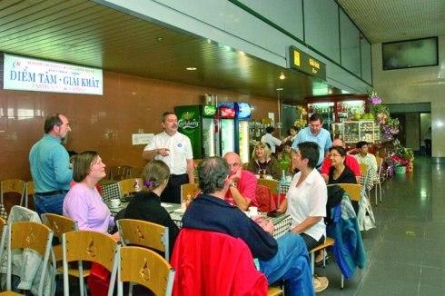đồ ăn, sân bay, đắt đỏ