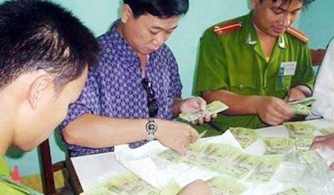 Bùng phát buôn tiền giả từ Trung Quốc vào Việt Nam