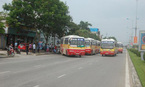 20 xe bus dàn hàng chặn đối thủ, khách hoảng sợ