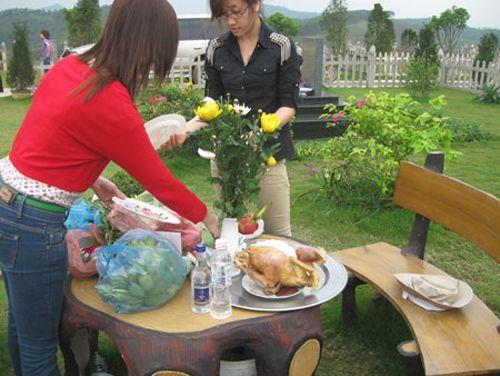 Lạc Hồng Viên, Hòa Bình, công viên nghĩa trang, mộ tiền tỷ, rằm, tháng 7