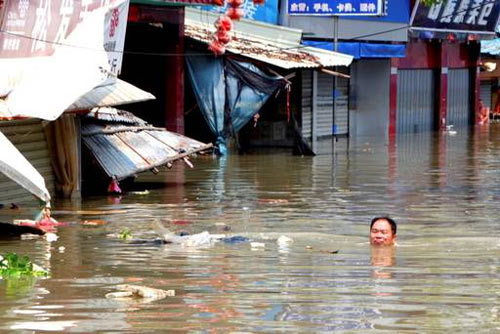 Hàng chục công nhân Trung Quốc bị lũ quét cuốn chết
