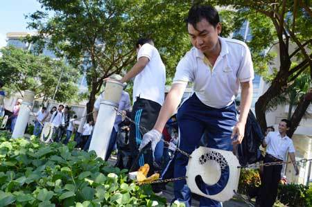 """Bảo vệ môi trường bằng """"kỉ luật thép"""" ở Singapore"""