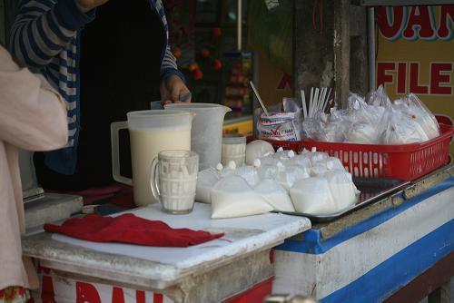Chợ Kim Biên, Trug Quốc, sữa đậu nành, sài gòn,công khai, vỉa hè, pha chế