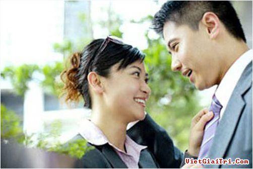 Vợ khéo giúp chồng đối phó sếp nữ thích 'quấy rối'