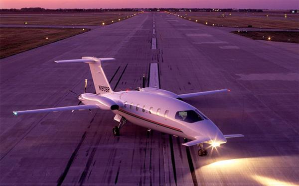 thu minh, máy bay, triệu USD
