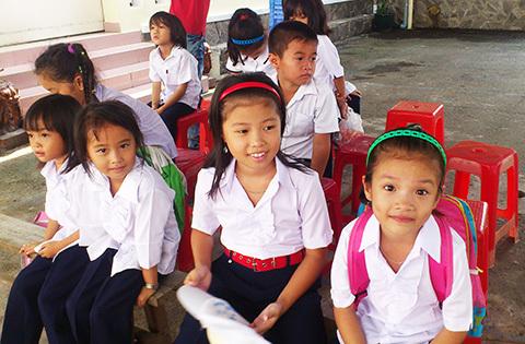 Khai giảng không trống trường, cờ hoa giữa Sài Gòn