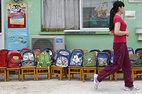 Chê trường học vô ích, phụ huynh tự dạy con tại nhà