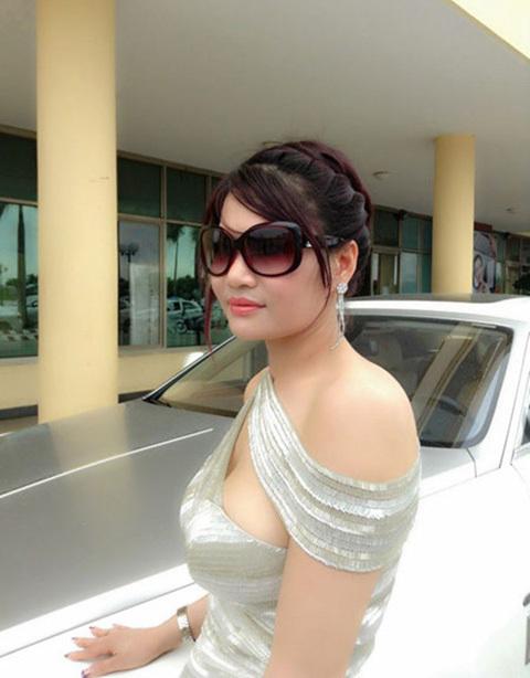 nữ đại gia, Diệu Hiền, Lê Hồng Thủy Tiên, Nguyễn Thị Liễu, siêu xe, Phantom, Rolls royce, Ferrari