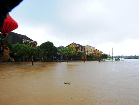 đô thị cổ Hội An, ngập chìm, nước lũ, tuyến đường huyết mạch, chia cắt, Quảng Nam