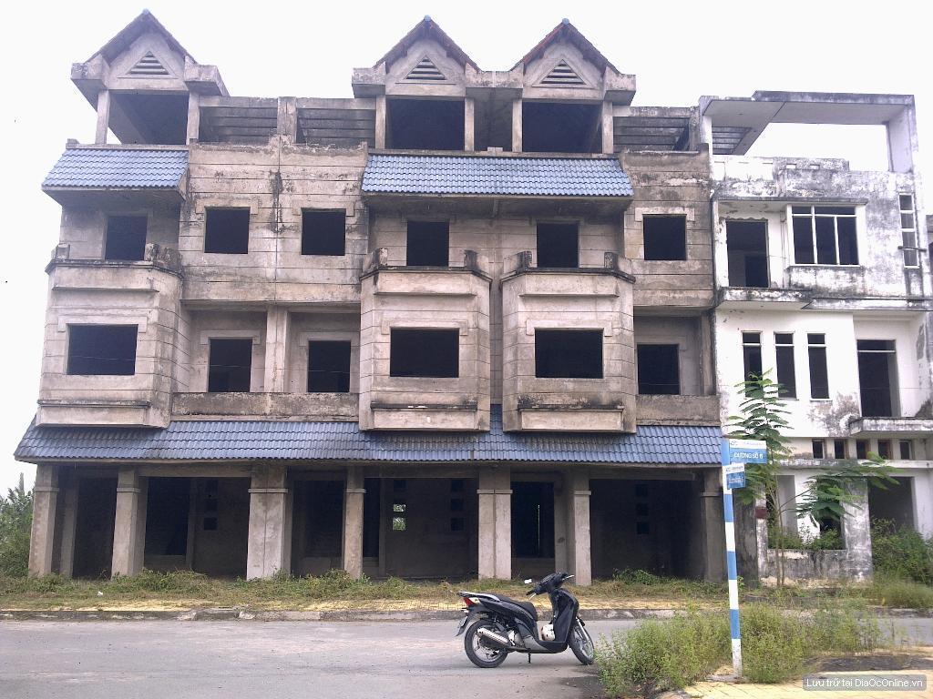 Công trường đại hạ giá ở Đông Sài Gòn
