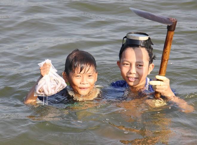 Đại gia săn dị thú đáy biển làm thần dược cường dương