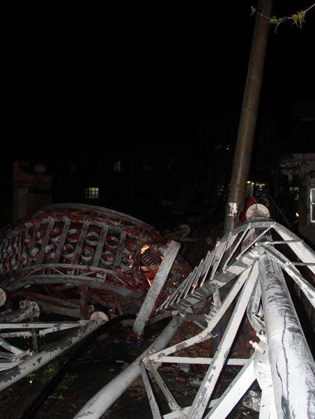Hiện trường vụ đổ cột phát sóng 2 người chết