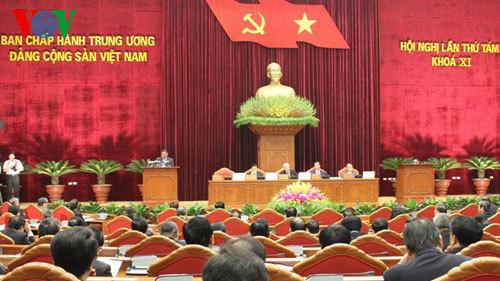 Dân chủ hóa và chỉ dấu từ hội nghị TƯ 8