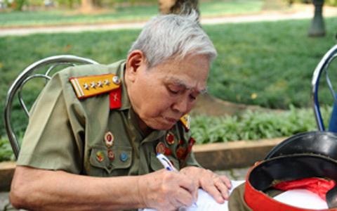 Hàng chục nghìn người về tưởng niệm Đại tướng