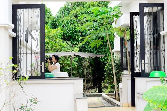 Cơ ngơi vườn tược rộng thênh thang của Việt Trinh