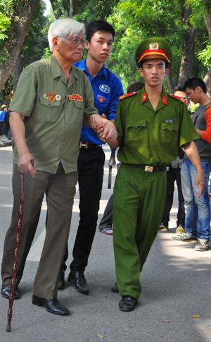Đại tướng, Võ Nguyên Giáp, qua đời, sinh viên, tình nguyện, ấm lòng
