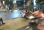 Clip cướp điện thoại siêu nhanh trên vỉa hè SG