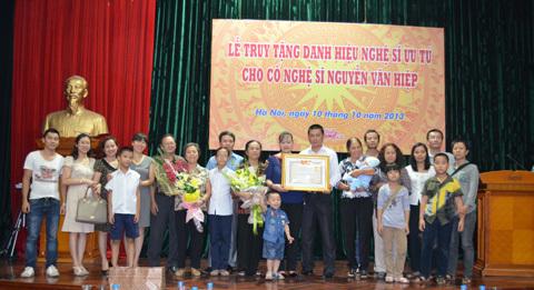 Nghệ sĩ Văn Hiệp chính thức nhận danh hiệu NSƯT