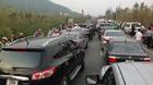 Hàng nghìn xe kẹt cứng ở đường vào Vũng Chùa