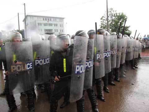 Diễn tập; tập trung đông người, bạo loạn