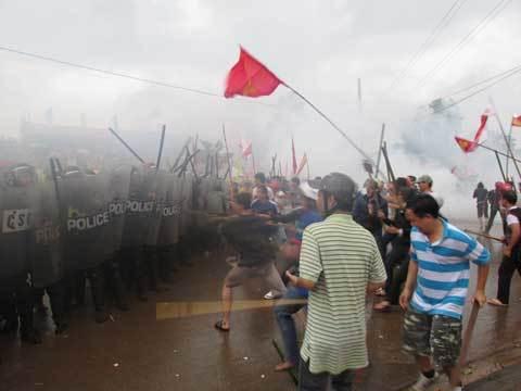 Diễn tập chống bạo loạn ở Đắc Nông