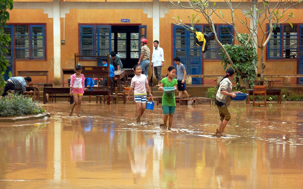 Lũ qua, bùn đất, Quảng Bình