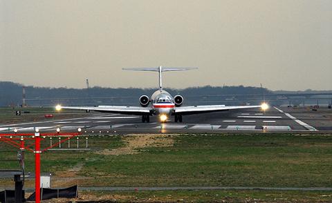 máy bay, nhiên liệu, cháy, hạ cánh khẩn cấp