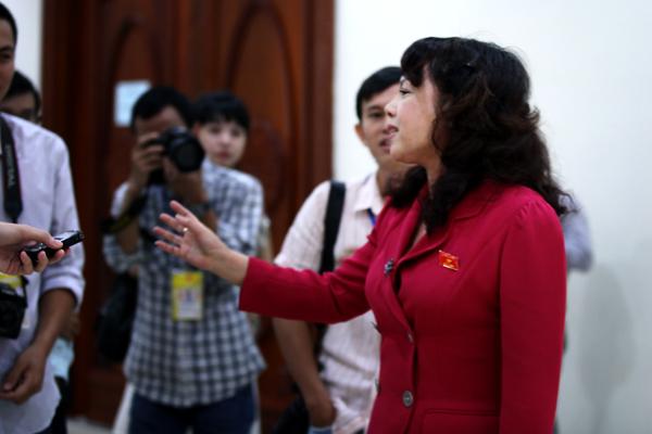 Nguyễn Thị Kim Tiến, bộ trưởng y tế, y tế, vứt xác bệnh nhân