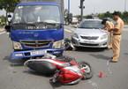 """""""Xe điên"""" gây tai nạn liên hoàn ở đèn đỏ"""