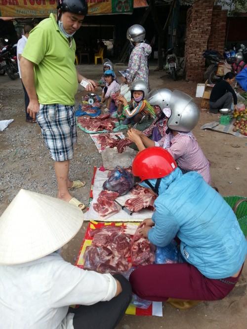 Thịt siêu rẻ tràn ngập nhiều chợ ở Hà Nội