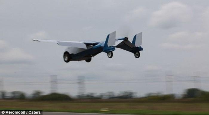 Ra mắt loại ô tô bay mới đi trong phố 200 km/h