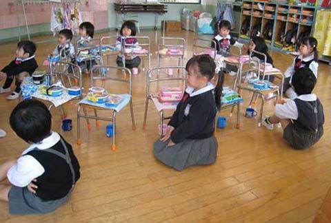 trẻ học mẫu giáo, giờ ăn trưa, bài học