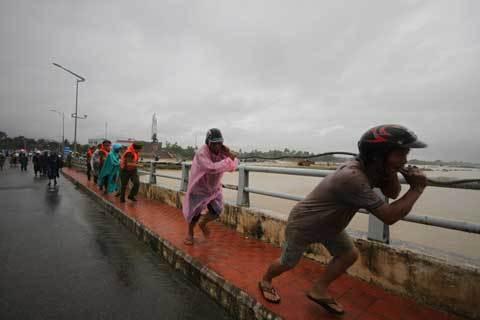 6 xà lan, đâm vào cầu, cầu Phú Lộc, Khánh Hòa