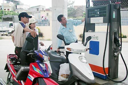 Giữ quyền tự do tăng giá xăng dầu tới 7%