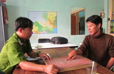 Đường dây làm giấy tờ giả cực lớn ở Sài Gòn