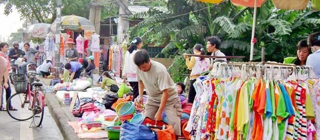 Mua nhà Sài Gòn nhờ biến đồ vỉa hè thành hàng 'sale off'