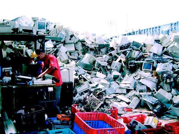 Người Việt vứt bỏ cả triệu tivi, máy tính mỗi năm