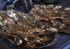 Săn đồ đồ dát vàng, nạm bạc ở chợ đồ cũ Sài Thành