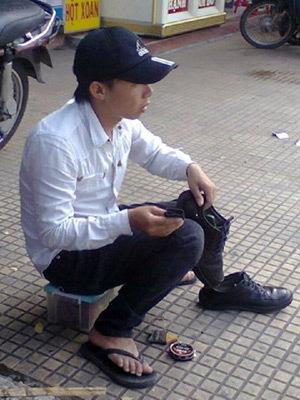 lòng tự trọng, đánh giày, thanh niên