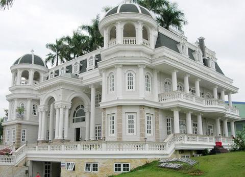 Ngắm cung điện của đại gia nợ 1.500 tỷ bỏ trốn