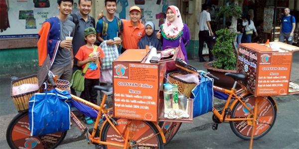 Nỗi lòng giám đốc đạp xe dạo bán cà phê